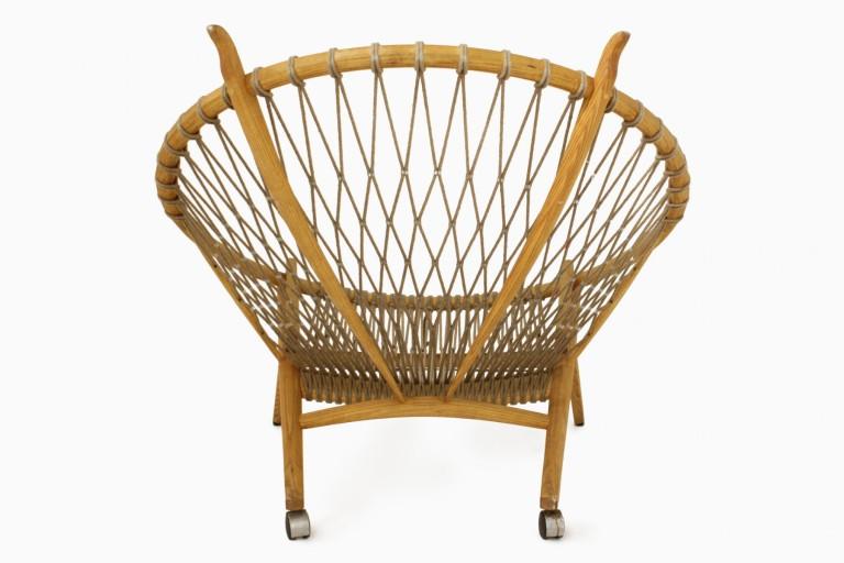 circle-chair-by-hans-j-wegner-02.jpg