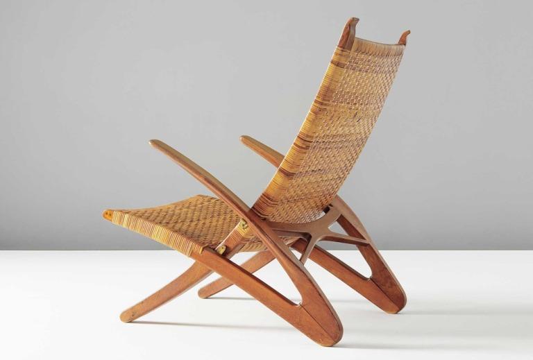 Hans-J.-Wegner-Faltbarer-Armlehnstuhl-Dolphin-Eichenholz-Rohrgeflecht-Messing-Folding-armchair-Dolphin-oak-cane-brass.-Schätzpreis-estimated-40.000–60.000-£-Zuschlag-sold-76.900-£-1024x693